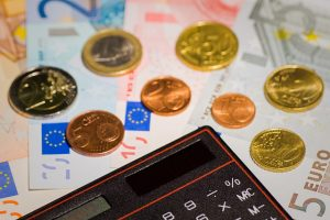Monety na banknotach