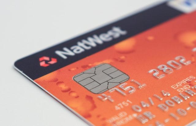 Karta debetowa z numerem